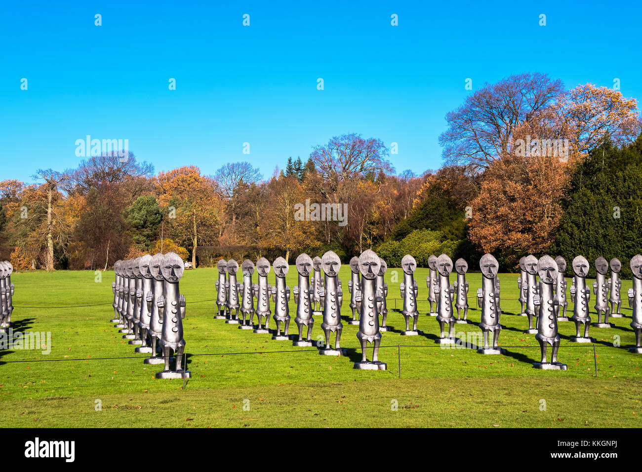Black and Blue: The Invisible Men and the Masque of Blackness, a mass of identical two-metre-tall figures by Zac - Stock Image