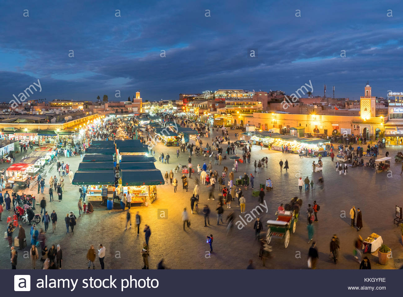 Morocco, Marrakech-Safi (Marrakesh-Tensift-El Haouz) region, Marrakesh. Jamaa El-Fna square at dusk. - Stock Image