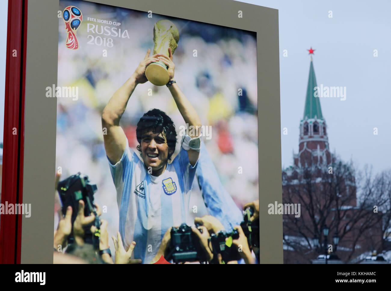Der Kreml with WM 2018 Logos und Plakaten. Hier with einem Plakat vom Weltmeister 1986 with Diego Maradona (Argentinien). Feature/Schmuckbild/Hintergrund/Hintergrundbild. Fussball: Auslosung zur FIFA- Fussball Weltmeisterschaft 2018 in Moskau, Russland 01.12.2017 - Football, Draw for the FIFA- World Cup 2018, Moscow, December 01, 2017 |usage worldwide Stock Photo