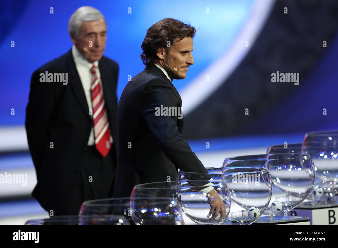 Moscow, Russia. 1st Dec, 2017. Draw assistants, Uruguayan footballer Diego Forlan (L) and English retired goalkeeper - Stock Image