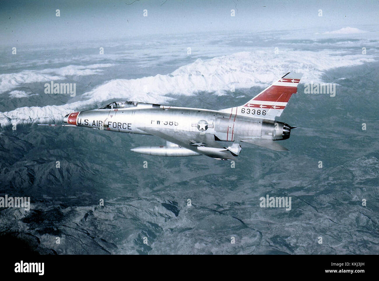 f-100-super-sabre-56-3386-353d-tfs-over-