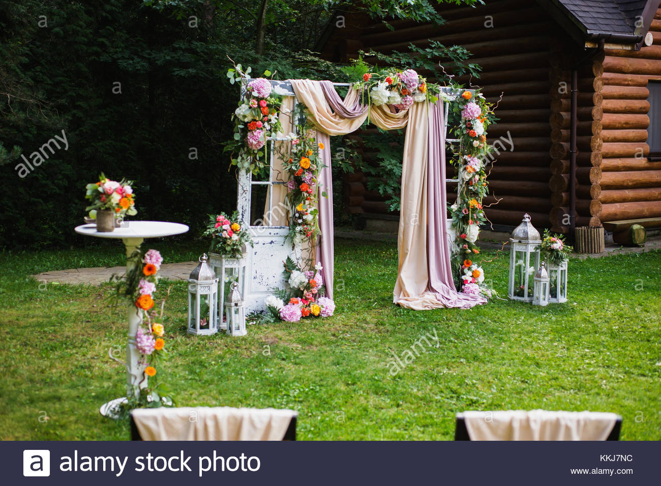Gorgeous Wedding Ceremonies: Beautiful Wedding Ceremony Outdoors. Decorated Chairs