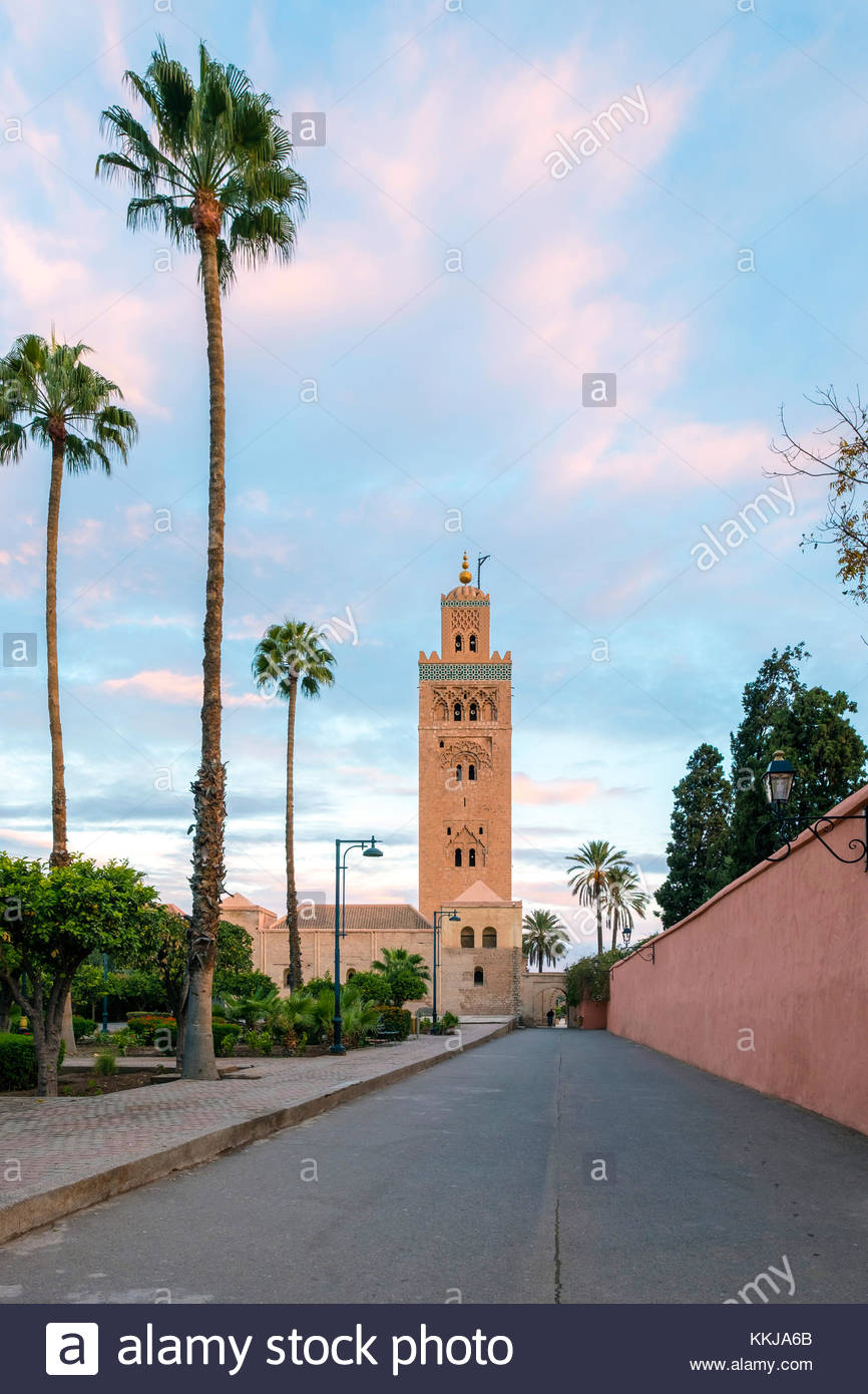 Morocco, Marrakech-Safi (Marrakesh-Tensift-El Haouz) region, Marrakesh. 12th century Koutoubia Mosque at sunrise. - Stock Image