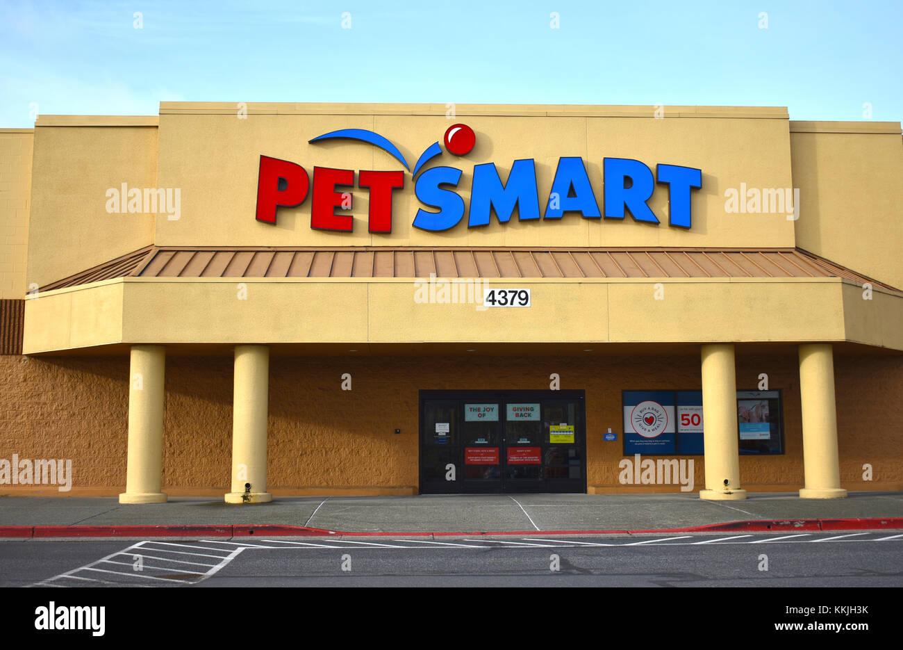 Petsmart storefront