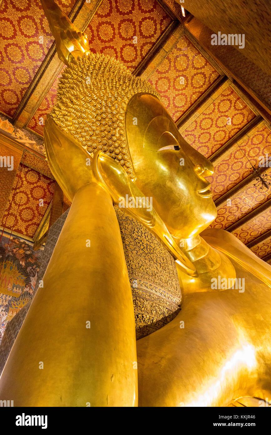 Bangkok, Thailand.  Reclining Buddha, Wat Pho Temple Complex. - Stock Image