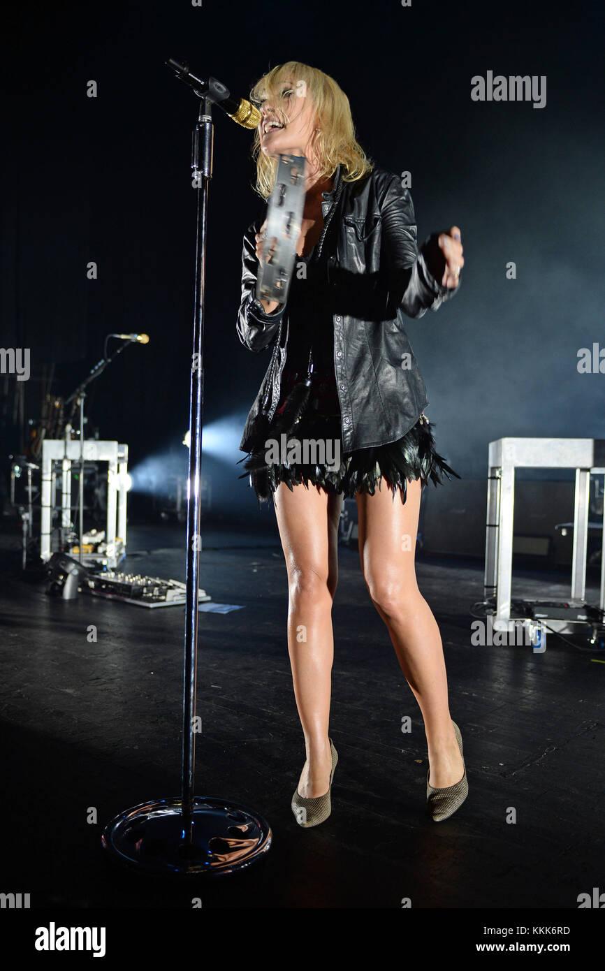 MIAMI BEACH, FL - NOVEMBER 02: Emily Haines of Metric performs at The Fillmore on November 2, 2015 in Miami Beach, - Stock Image