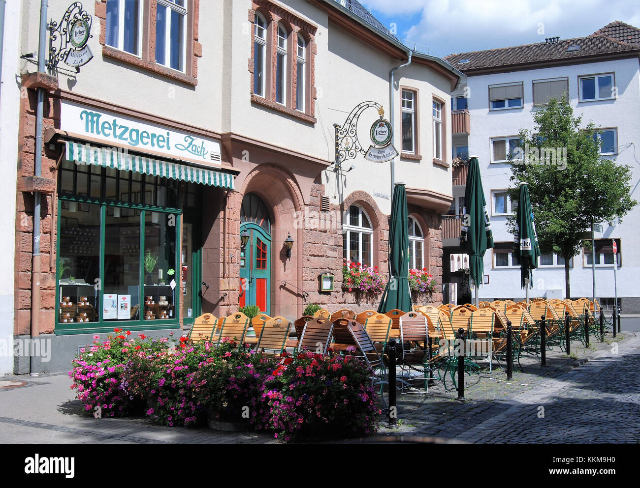 Butcher's shop Zach and earthy pub 'Zum Hawwerkasten' near the new castle in Giessen at a summer day - Stock Image