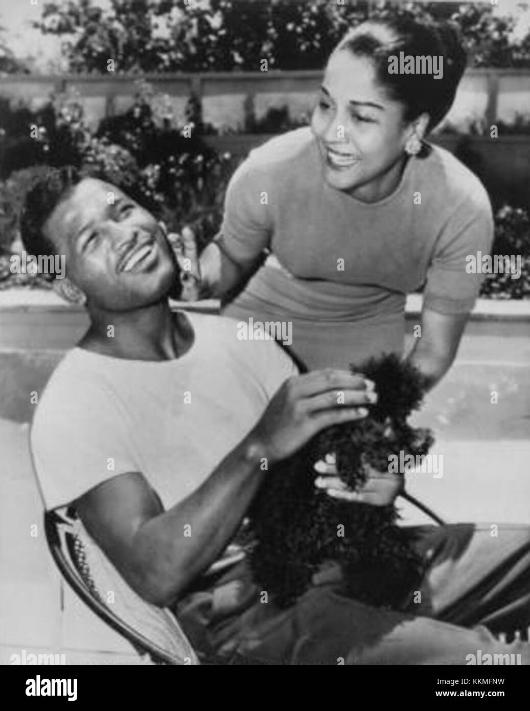 [Image: sugar-ray-robinson-with-wife-1956-KKMFNW.jpg]