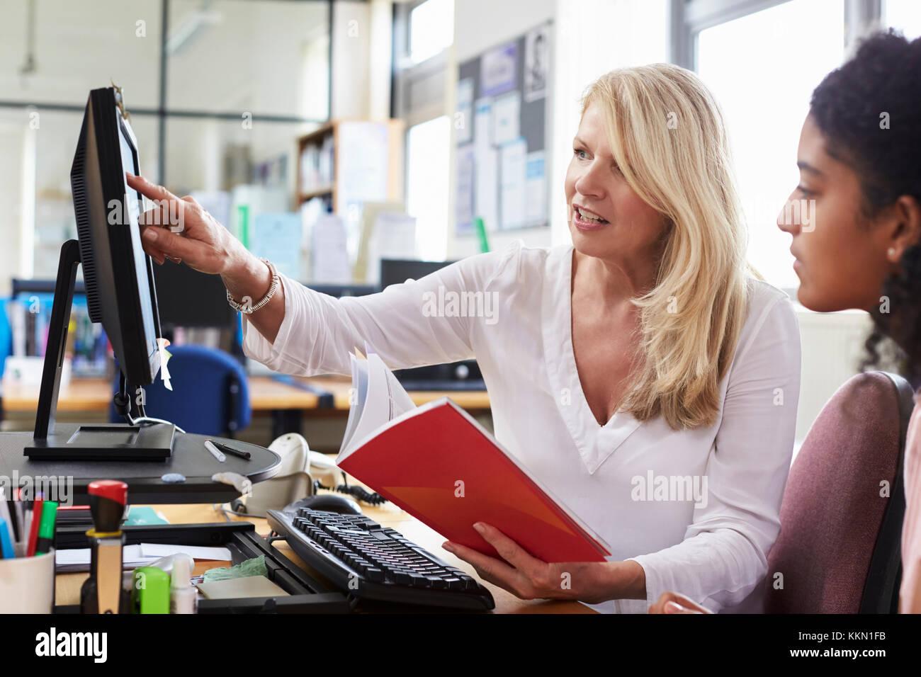 Careers Advisor Meeting Female College Student - Stock Image