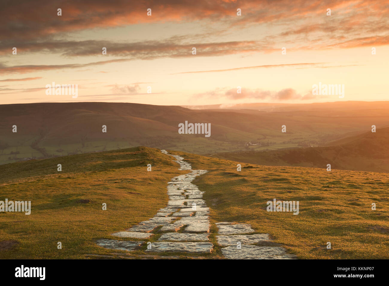 UK, Mam Tor, the pathway along the 'Great Ridge' from Mam Tor. - Stock Image