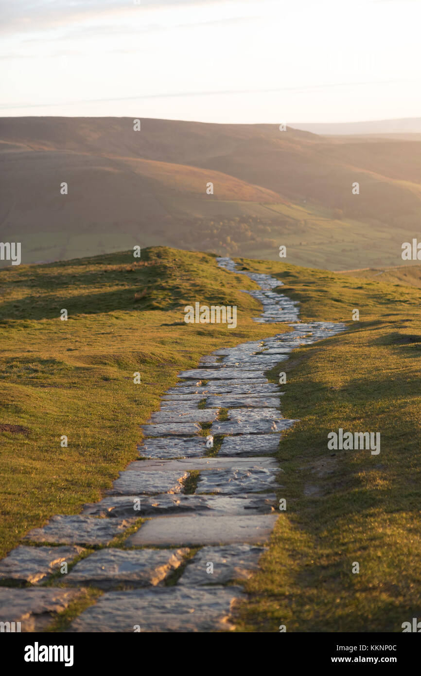 UK, Walker, the pathway along the 'Great Ridge' from Mam Tor. - Stock Image