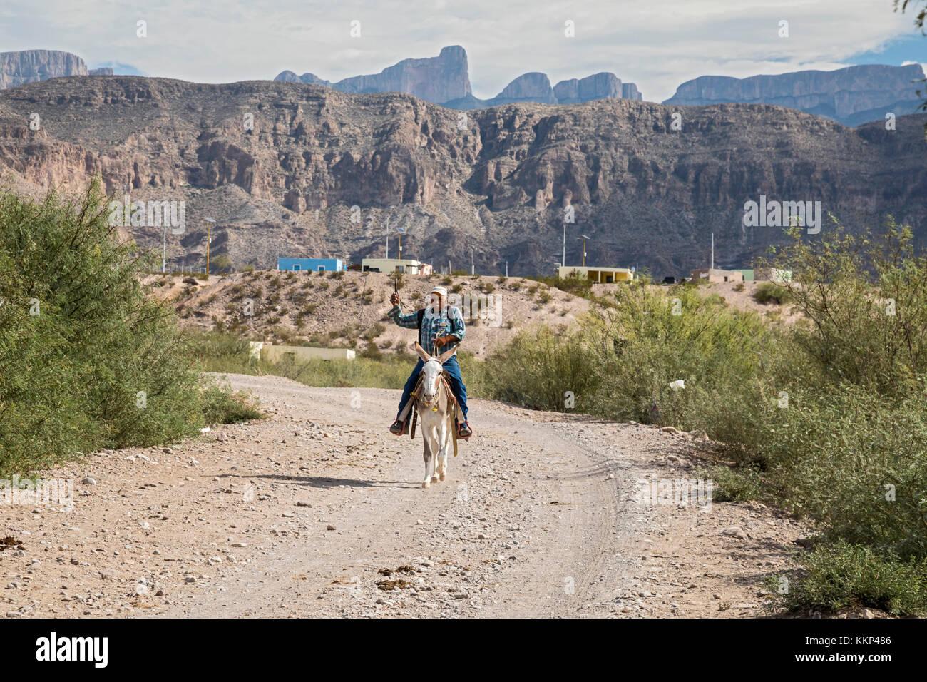 Boquillas del Carmen, Coahuila, Mexico - Esteban Oñate rides a burro from the town of Boquillas to the nearby - Stock Image