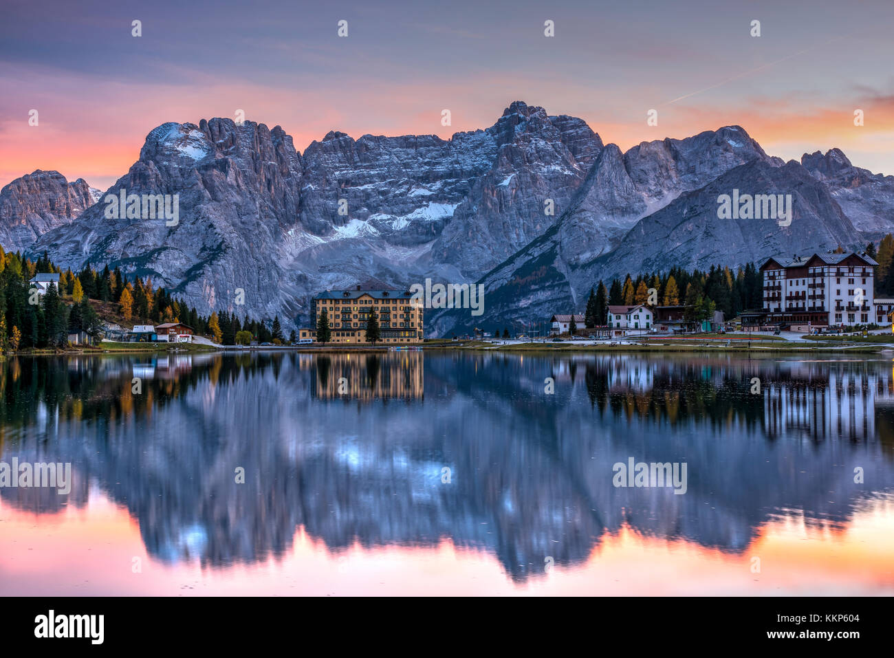 Sunset view over Lake Misurima with Sorapis mountain group in the background, Misurina, Veneto, Italy - Stock Image