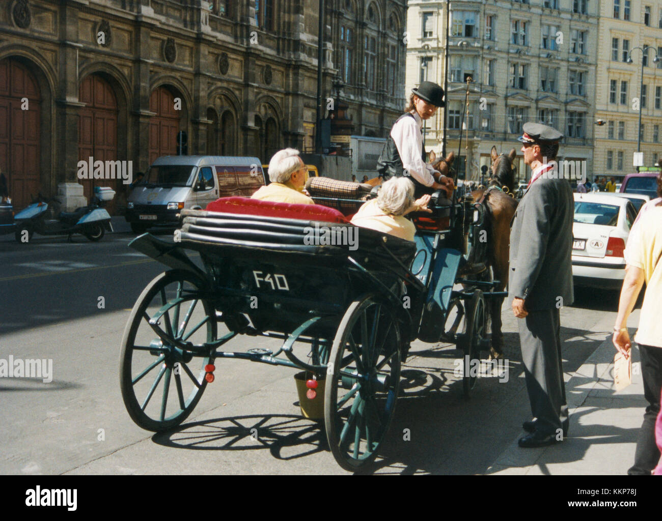 HORSE CARRIAGE with tourists outside Hotel Sacher in Vienna 2010 - Stock Image