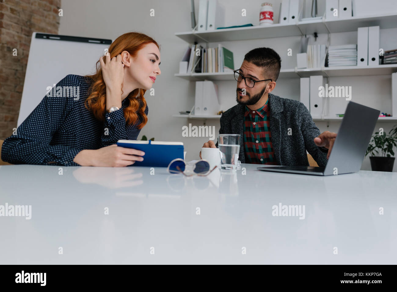 Human resource manager explaining the work dynamics to a new employee - Stock Image