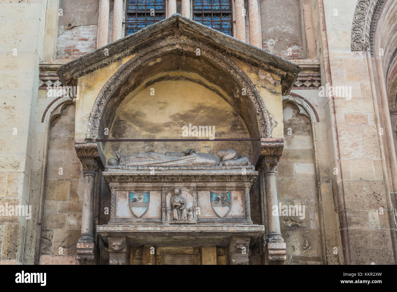 Church of San Fermo Maggiore, tomb structure from the XIV century storing the body of Aventino Fracastoro (family - Stock Image