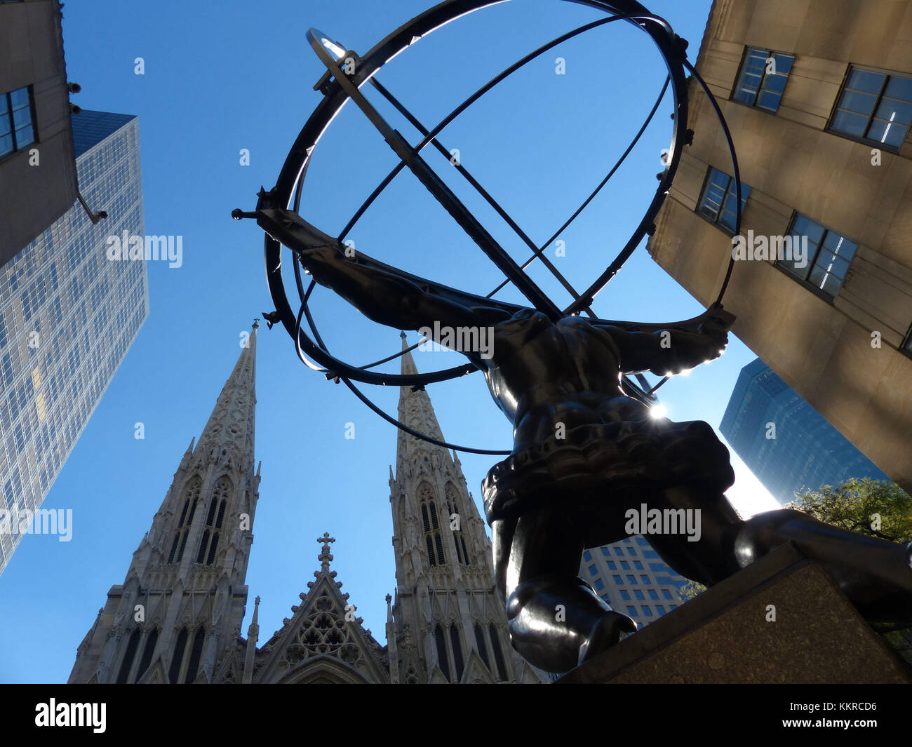 Statue of Atlas holding the heavens, in front of Rockefeller Center was sculpted by Lee Lawrie and Rene Paul Chambellan. - Stock Image