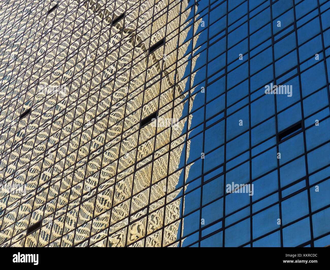 Met Life Building, formerly PanAm Building established in 1962, designed by Architect Emery Roth & Sons, reflecting - Stock Image
