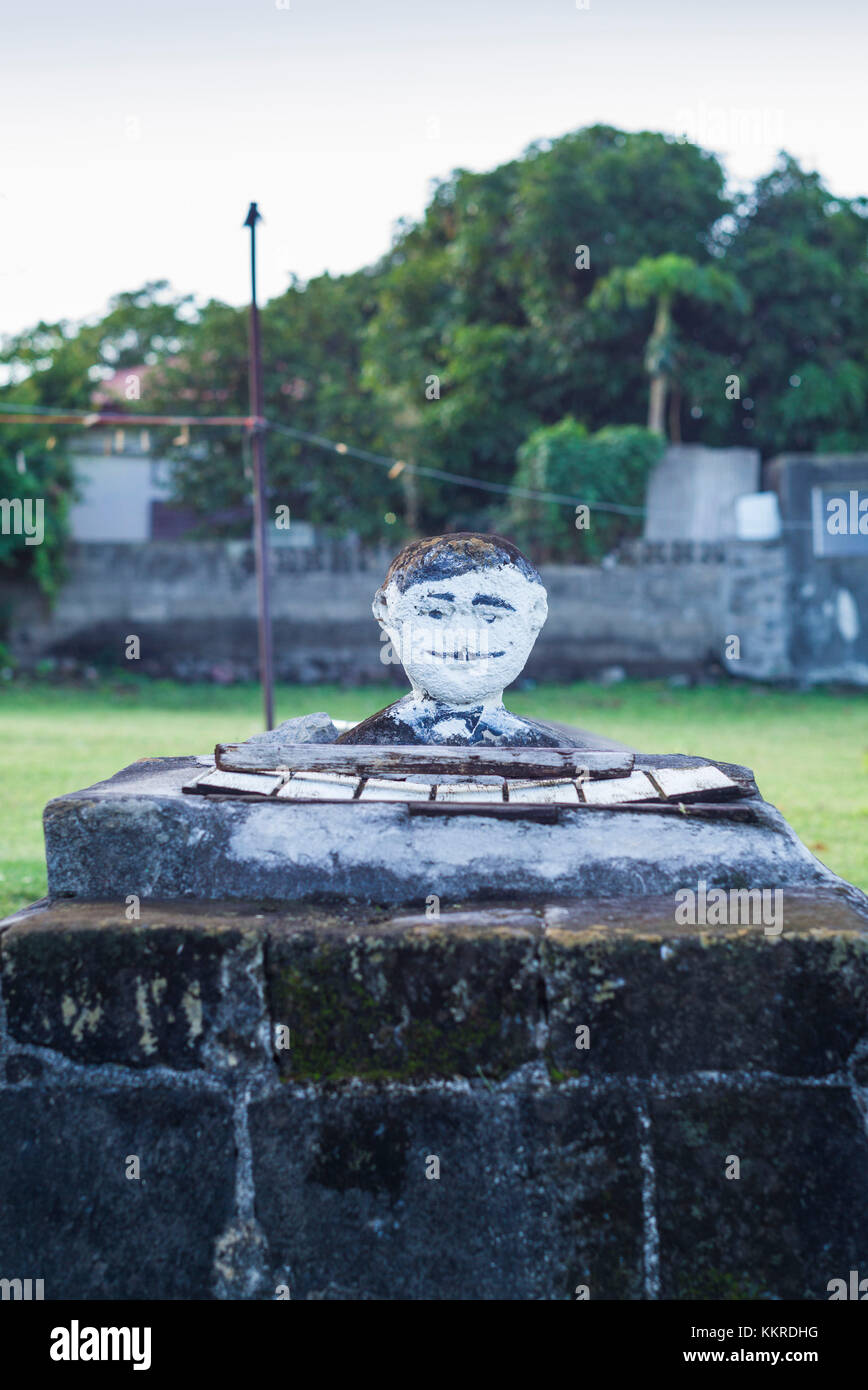Netherlands, Sint Eustatius, Oranjestad, gatepost with head sculpture - Stock Image