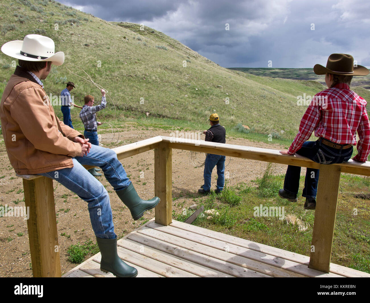 ranch guests practice lassoing - Stock Image