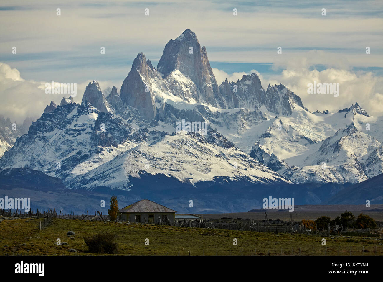 Mount Fitz Roy, Parque Nacional Los Glaciares (World Heritage Area), and farm house, Patagonia, Argentina, South - Stock Image