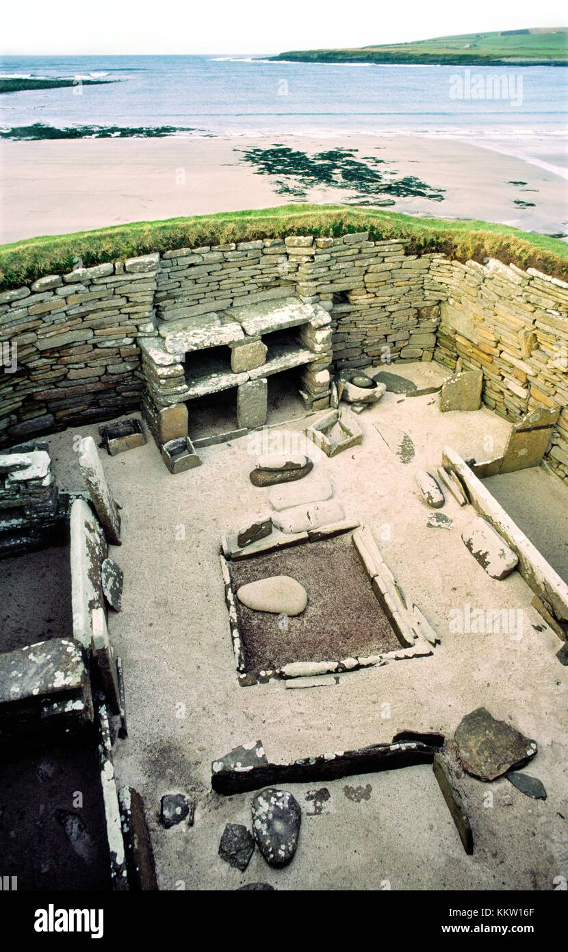 Skara Brae stone age village 3100 BC, Bay of Skaill, Mainland, Orkney, Scotland. House interior, box beds, hearth - Stock Image