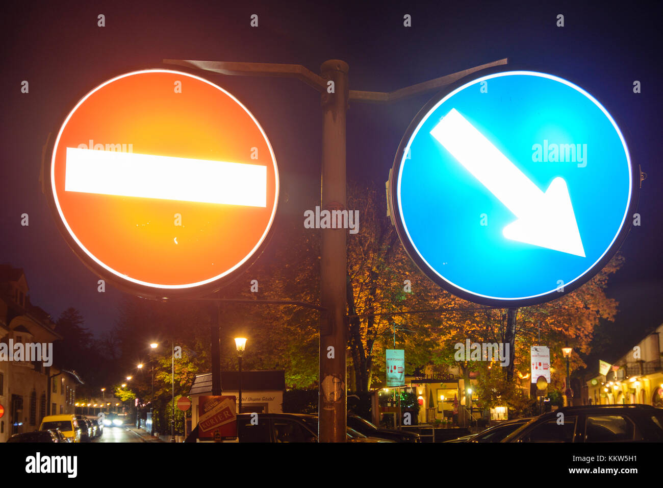traffic sign one way street and arrow for right direction, Wien, Vienna, 19. Döbling, Wien, Austria - Stock Image