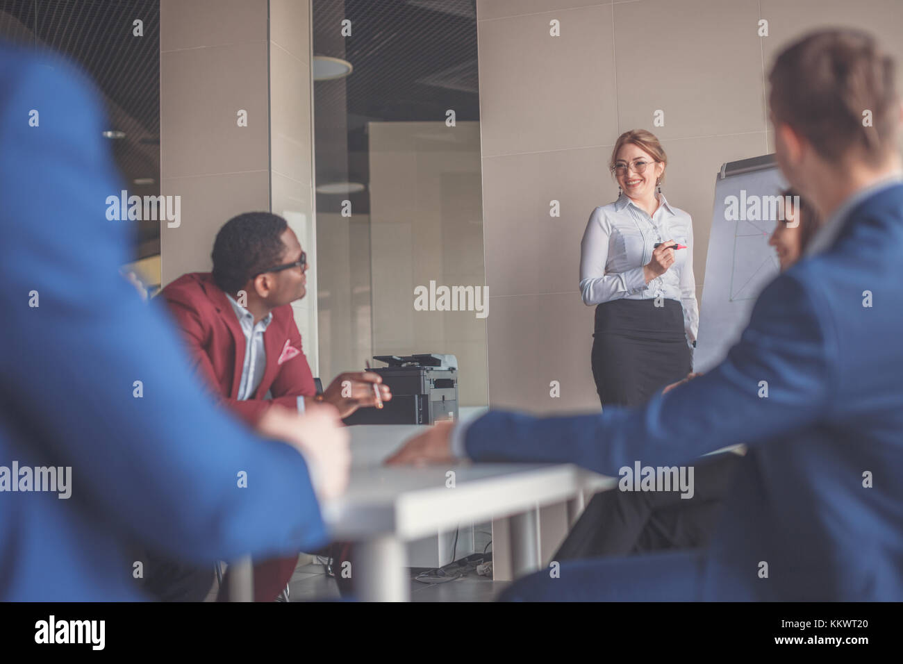 Business plan explained on flipchart by CEO to employees - Stock Image