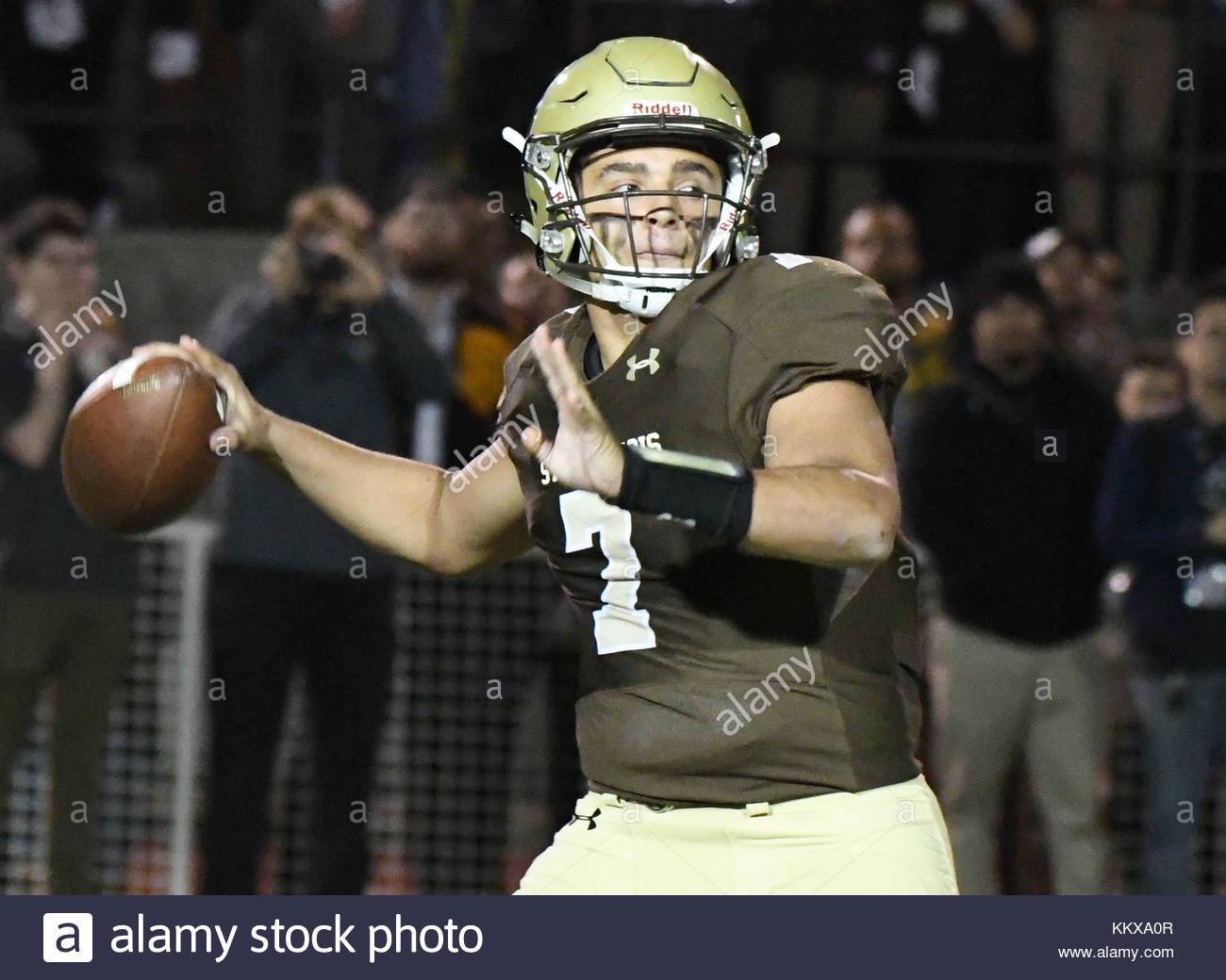La Canada, California, USA. 1st Dec, 2017. St. Francis quarterback Darius Perrantes (7) passes against Rancho Verde - Stock Image