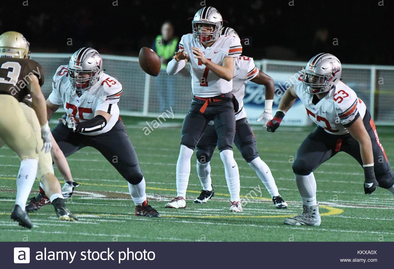 La Canada, California, USA. 1st Dec, 2017. Rancho Verde quarterback Brock White (7) giants St. Francis in the first - Stock Image