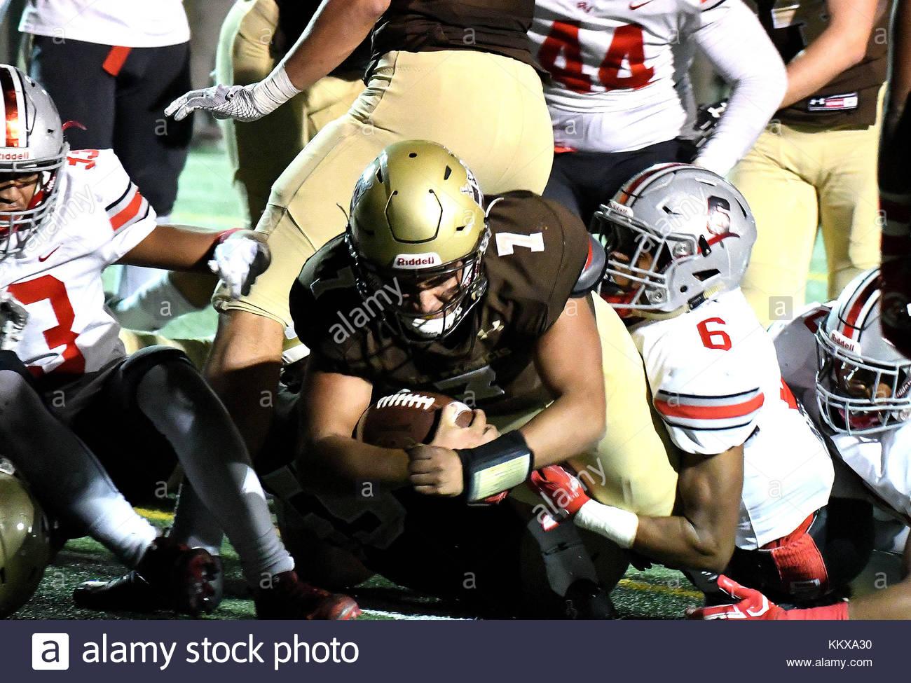La Canada, California, USA. 1st Dec, 2017. St. Francis quarterback Darius Perrantes (7) dives for the touchdown - Stock Image