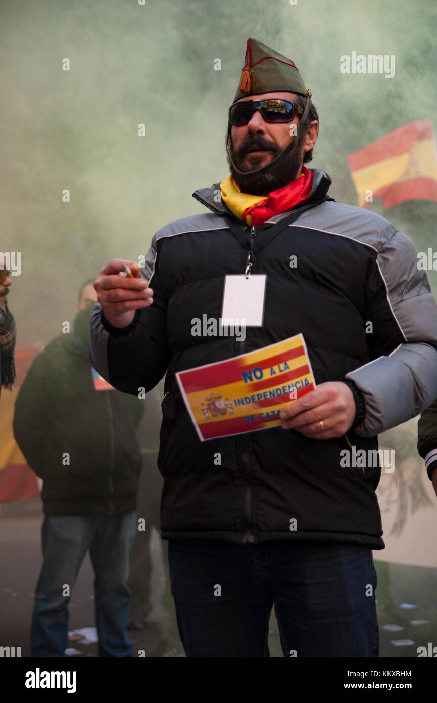 Barcelona, Spain. 2nd Dec, 2017. The ultra-right Spanish youth national democracy group has convened a rally at - Stock Image