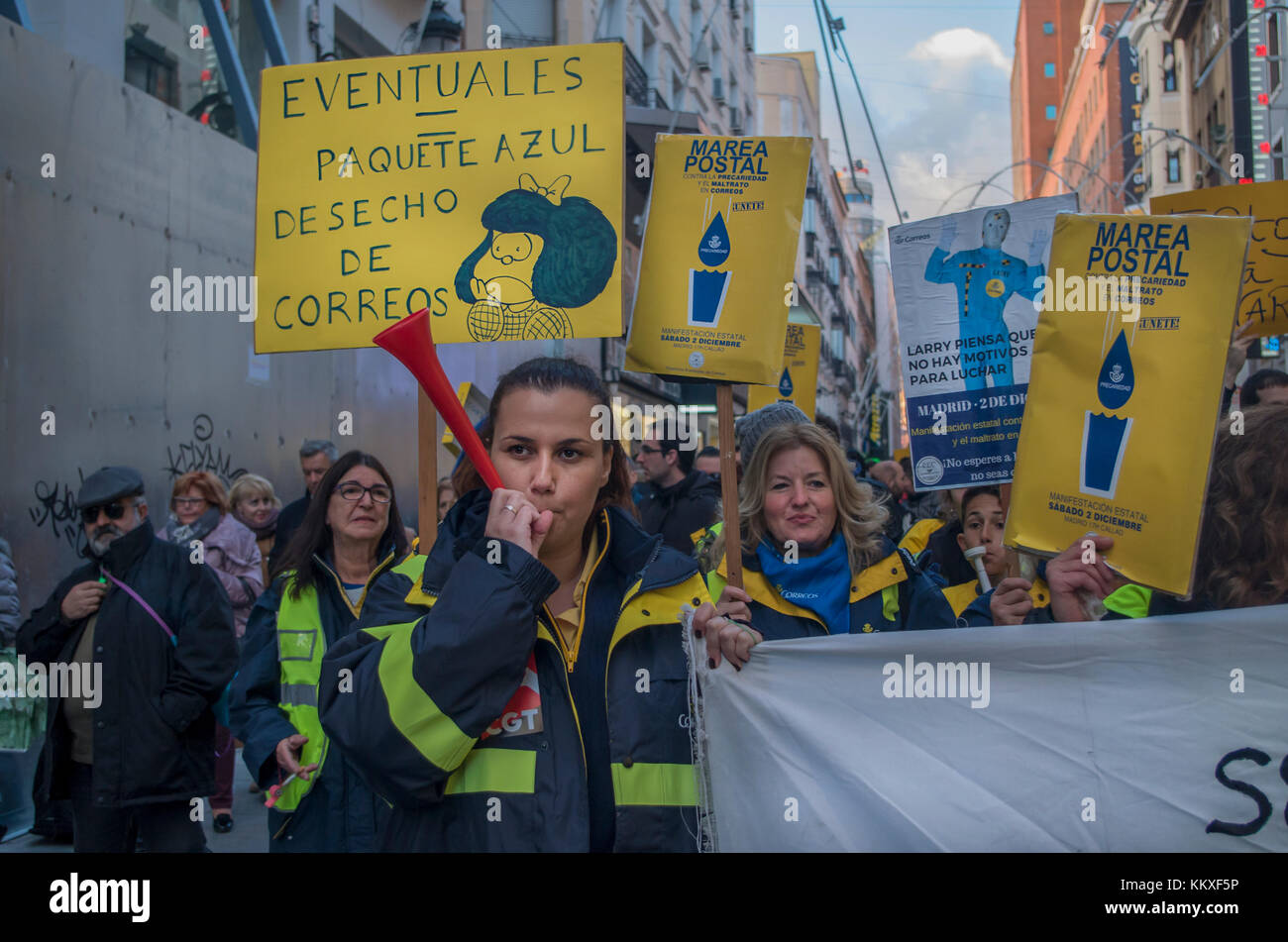 Madrid, Spain. 02nd Dec, 2017. Hundreds of post-office clerks protested in Madrid against low wages, bad working - Stock Image