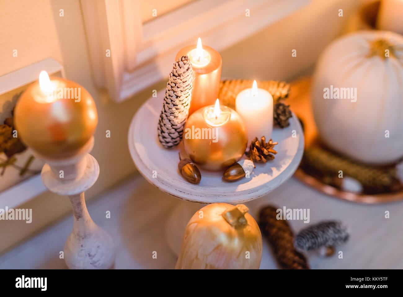 Bougie Décoration De Table console table, detail, autumnal decoration, candles, cones