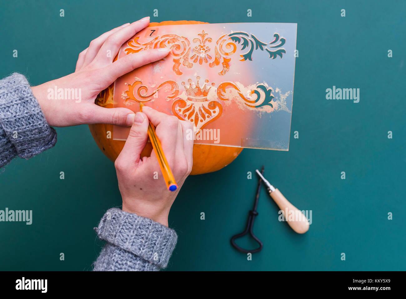 DIY, autumnal decoration, pumpkin, stencil, carve, - Stock Image