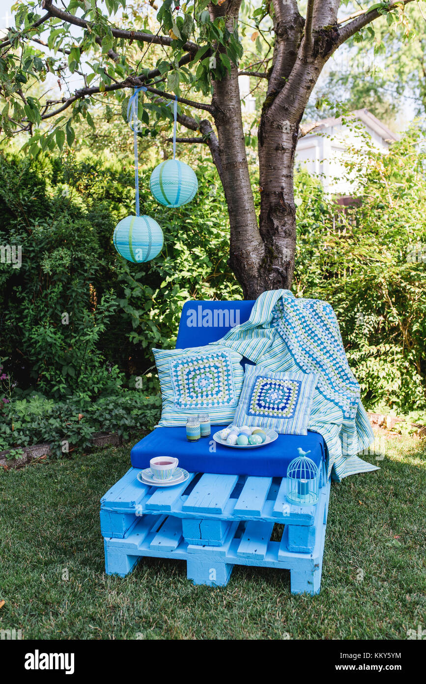 Garden, sofa made of pallets, Easter decoration, - Stock Image