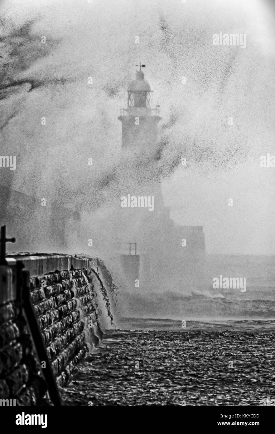 Tynemouth North Pier during raging winter storm - Stock Image