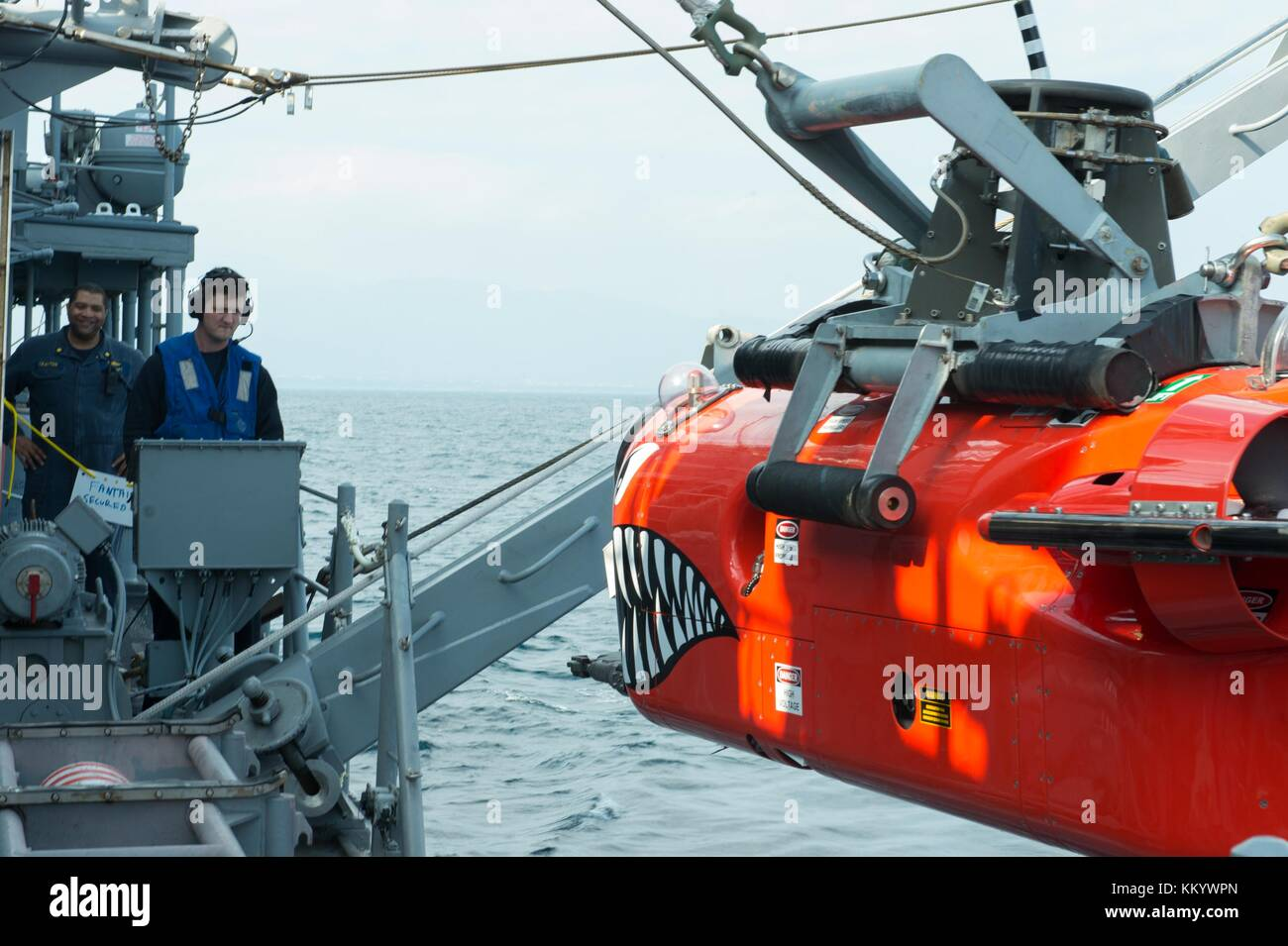 U.S. Navy sailors lower a mine neutralization vehicle into the water from the U.S. Navy Avenger-class mine countermeasures Stock Photo