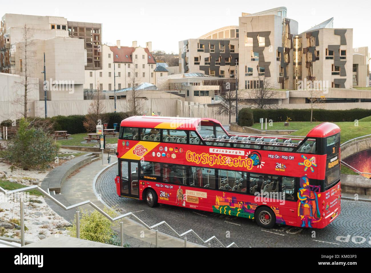 Edinburgh City Sightseeing tourist bus and Scottish Parliament Building, Edinburgh, Scotland, UK - Stock Image