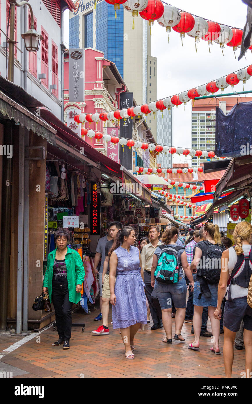 Tourists in a busy street, Chinatown, Singapore - Stock Image
