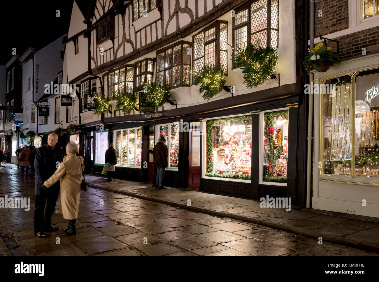 A couple pausing while Christmas shopping in Stonegate, York, UK - Stock Image