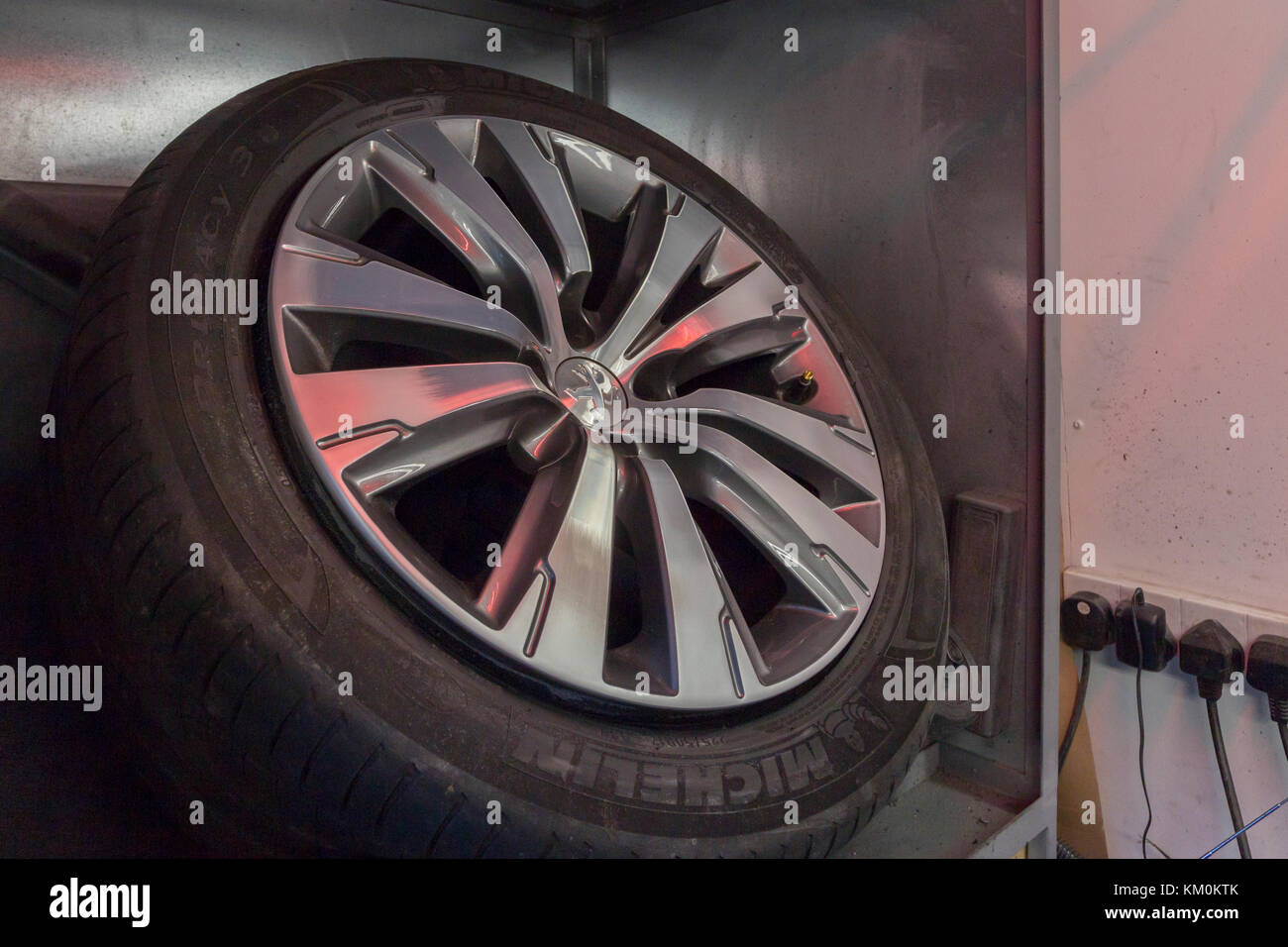 Ally wheels being reburbished in private garage by mobile machanic, Northampton U.K. - Stock Image