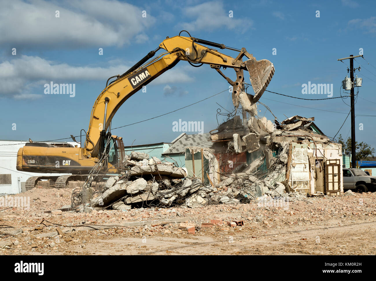 Caterpillar 330dl Hydraulic Excavator, swing boom,  cleaning up destroyed old structure resulting from hurricane - Stock Image
