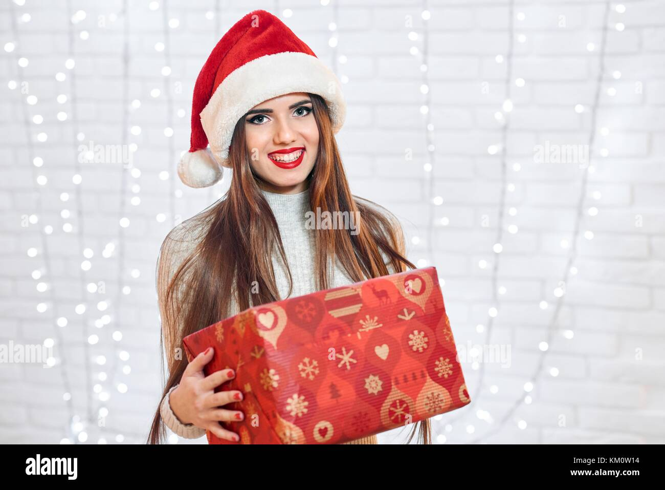 Attractive brunette in Christmas hat - Stock Image