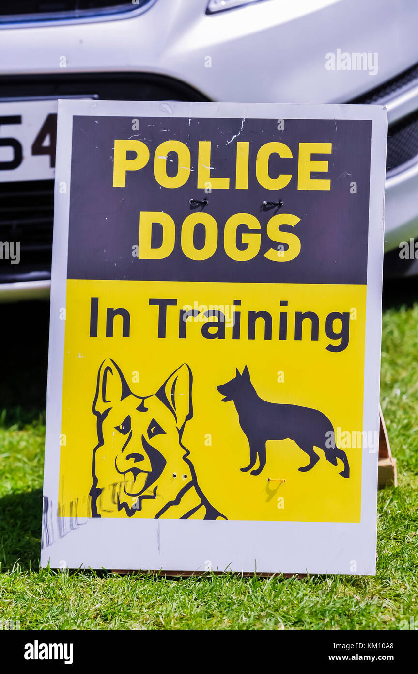 Sign warning people that police dogs are being trained. - Stock Image