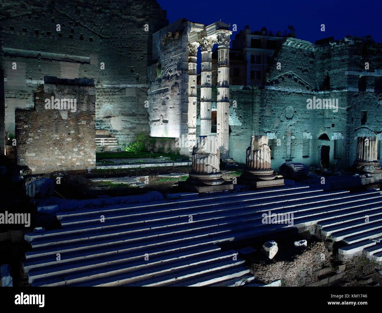AJAXNETPHOTO. 2015. ROME, ITALY. - ROMAN RUINS - FORUM OF AUGUSTUS, COMMEMORATES BATTLE AT PHILIPPI, LOCATED NEAR THE PIAZZO FORO DEL TRAIANO.  PHOTO:JONATHAN EASTLAND/AJAX REF:GXR151012_5855 Stock Photo