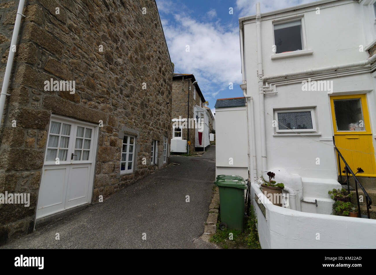 Cottages and row of terraced or terrace houses on narrow backstreets in St Ives, Cornwall, UK Stock Photo