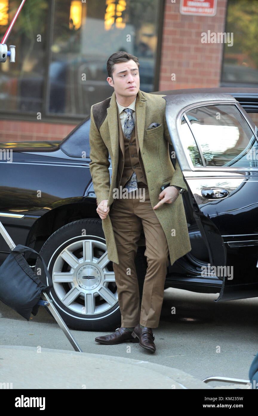 NEW YORK, NY -  NOVEMBER 01:  Ed Westwick filming 'Gossip Girl' on the streets of Manhattan.  on November - Stock Image