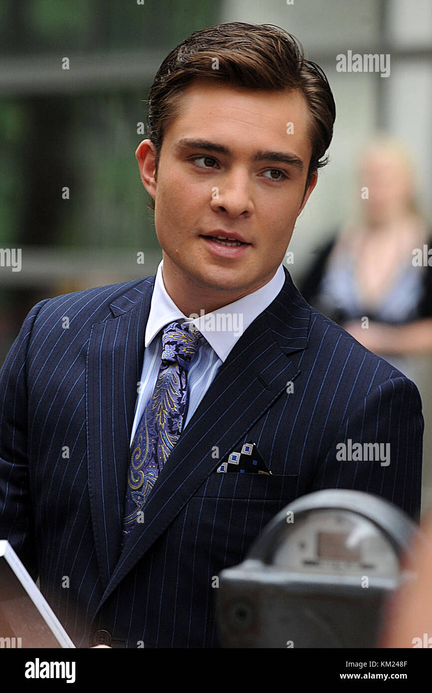 NEW YORK - JULY 22: Ed Westwick and Leighton Meester on location for 'Gossip Girl' on the streets of Manhattan - Stock Image
