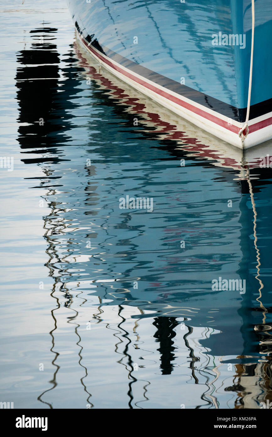 Waterline reflections of a fibreglass sailing yacht. - Stock Image